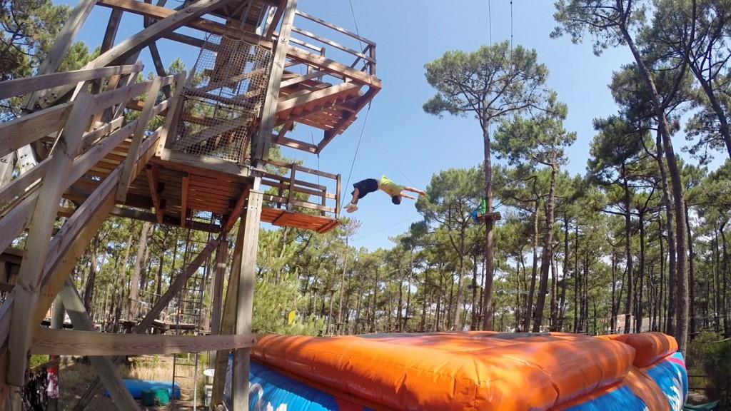 Bisaventure Free Jump. Saut sur matelas dans les Landes
